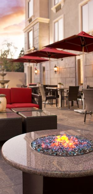 Ayres Hotel Fountain Valley Exterior Courtyard Fire pit