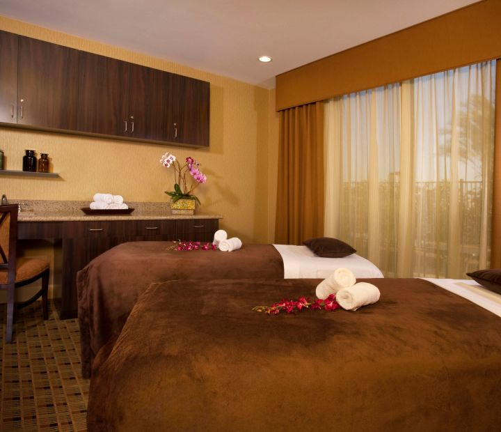 Ayres Hotel & Spa Moreno Valley Couples Spa Treatment Room
